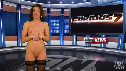 Подборка новостей в которых ведущие девушки обнажают свое тело на камеру