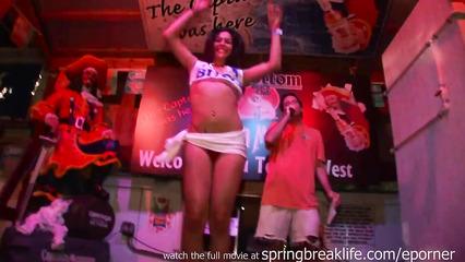 Девушки напились и развлеклись в ночном клубе на вечеринке