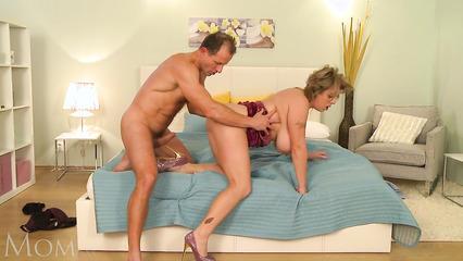 Зрелая пара возбудилась и занялась вагинальным половым актом