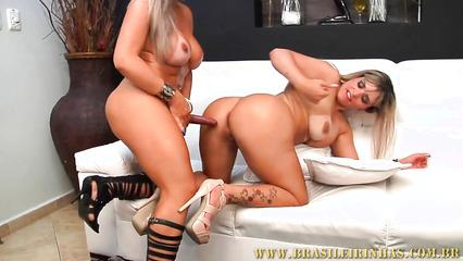 Латиноамериканские лесбиянки развлеклись со страпоном