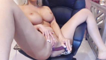 Веб камера снимает мастурбация прелестной блондинки