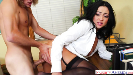 Брутальный начальник оттрахал сексапильную секретаршу в офисе