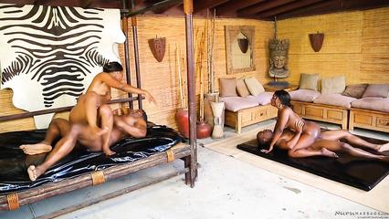 Африканские массажистки жарко трахаются с вождями племени