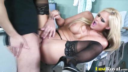 Недотраханная блондинка порно видео